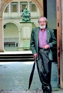 Muere el poeta asturiano Ángel González